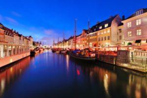 obraz - miasto na rzece